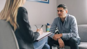 Een bedrijfsarts is op hand van de werkgever – en andere vooroordelen ontkracht